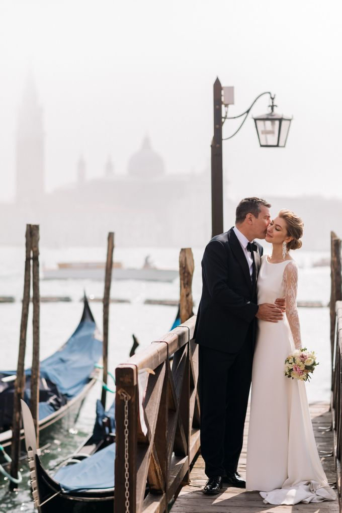 Romantic Wedding in Venice by Bridal Luxury Beauty Service - 021