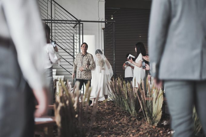 The Intimate Wedding between Two Haters of Fresh Flowers by Elior Design - 012