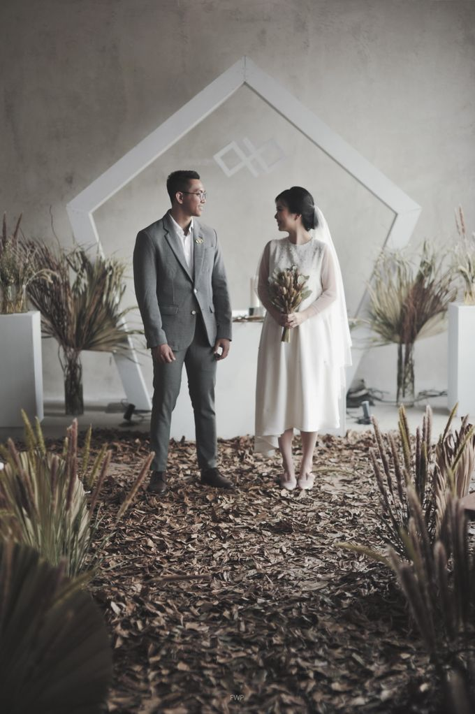 The Intimate Wedding between Two Haters of Fresh Flowers by Elior Design - 014