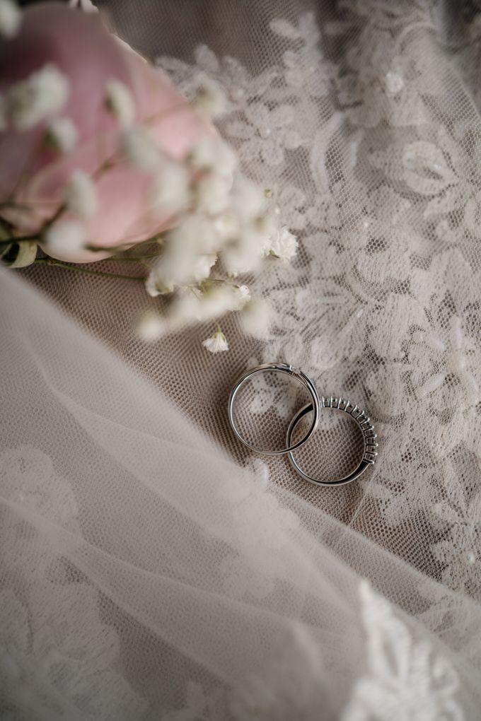 Arum & Fachri Wedding at The Allwynn Ballroom Jakarta by AKSA Creative - 009