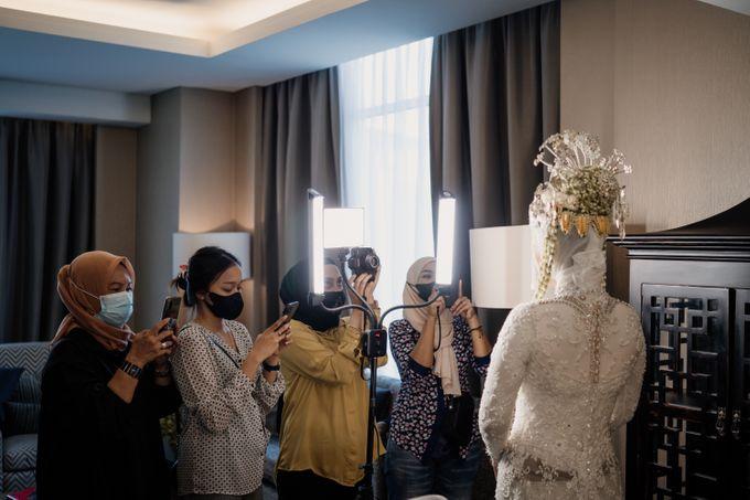 Arum & Fachri Wedding at The Allwynn Ballroom Jakarta by AKSA Creative - 013