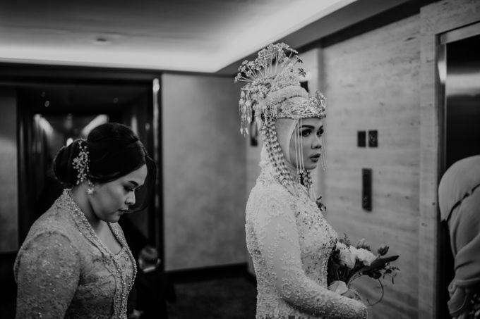 Arum & Fachri Wedding at The Allwynn Ballroom Jakarta by AKSA Creative - 015