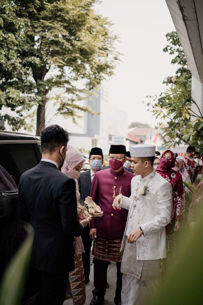 Arum & Fachri Wedding at The Allwynn Ballroom Jakarta by AKSA Creative - 021