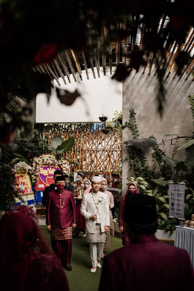Arum & Fachri Wedding at The Allwynn Ballroom Jakarta by AKSA Creative - 022