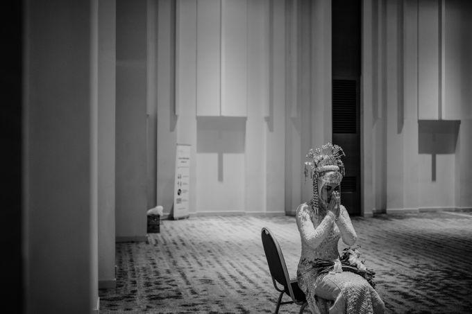 Arum & Fachri Wedding at The Allwynn Ballroom Jakarta by AKSA Creative - 024