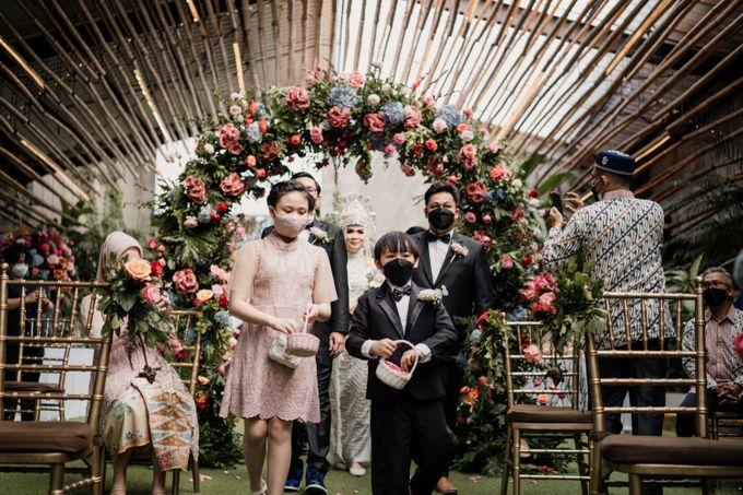Arum & Fachri Wedding at The Allwynn Ballroom Jakarta by AKSA Creative - 026