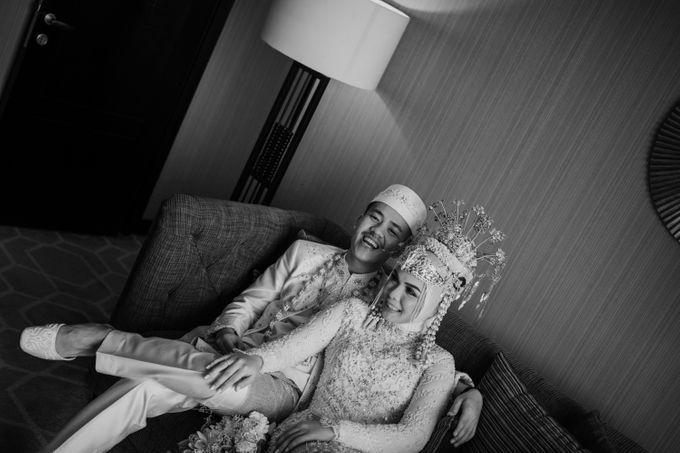 Arum & Fachri Wedding at The Allwynn Ballroom Jakarta by AKSA Creative - 043