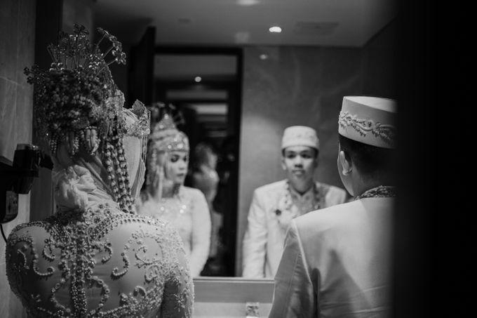 Arum & Fachri Wedding at The Allwynn Ballroom Jakarta by AKSA Creative - 046