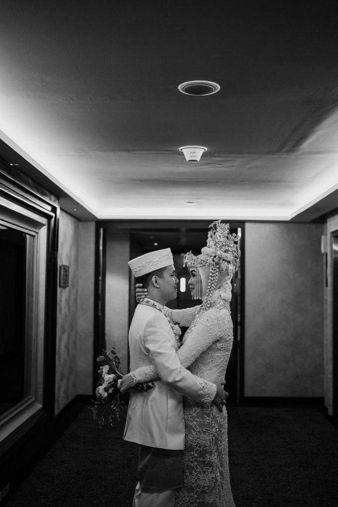 Arum & Fachri Wedding at The Allwynn Ballroom Jakarta by AKSA Creative - 048