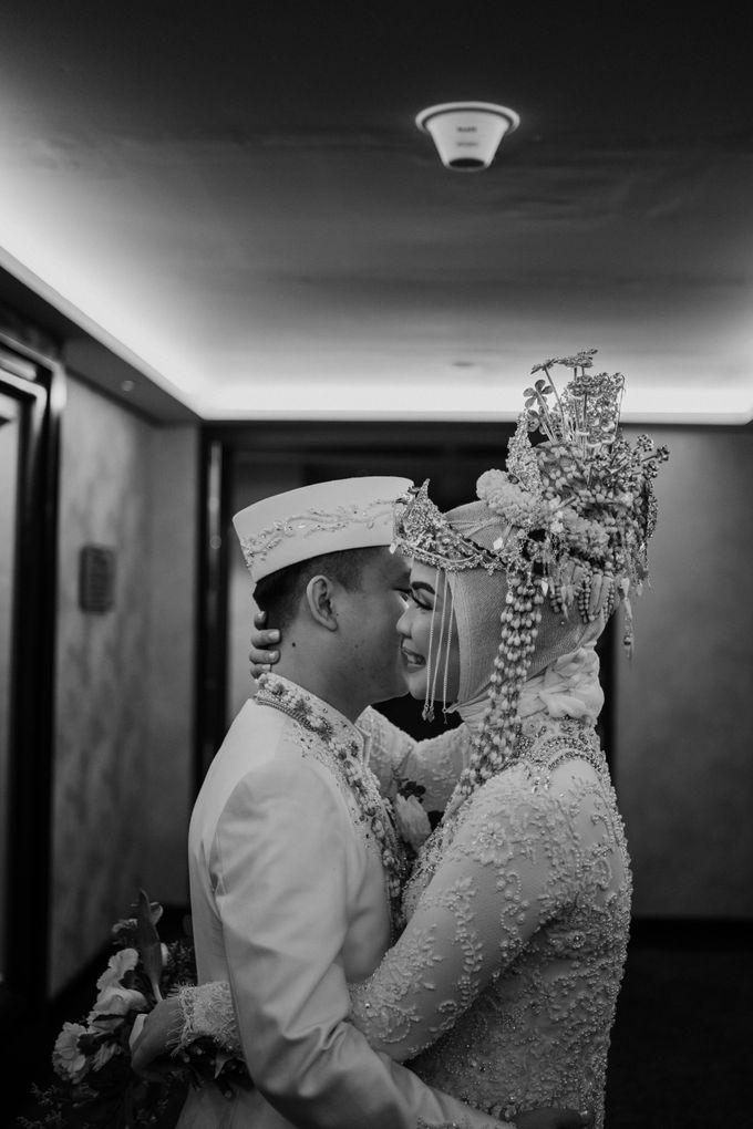 Arum & Fachri Wedding at The Allwynn Ballroom Jakarta by AKSA Creative - 049