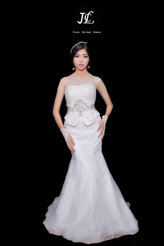 GOWN WEDDING V by JCL FOTO BRIDAL SALON - 001