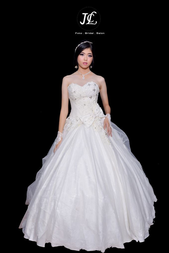 WEDDING GOWN  X by JCL FOTO BRIDAL SALON - 001