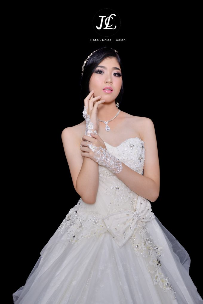 WEDDING GOWN  X by JCL FOTO BRIDAL SALON - 002