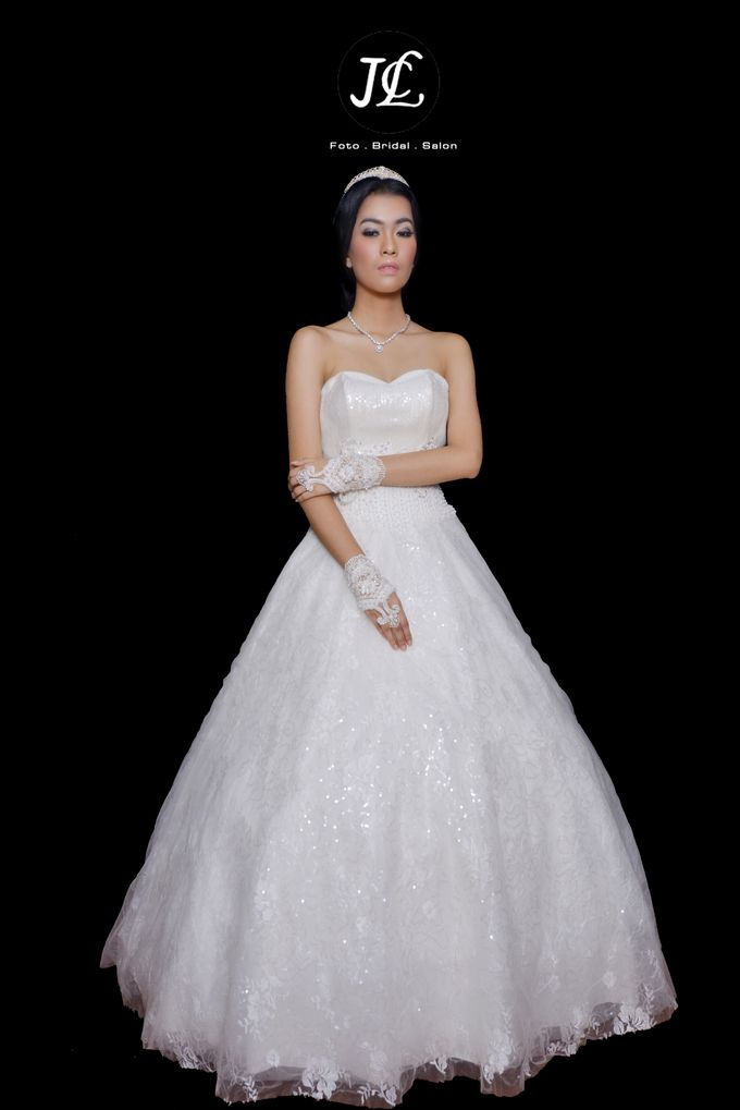 WEDDING GOWN VIII by JCL FOTO BRIDAL SALON - 003