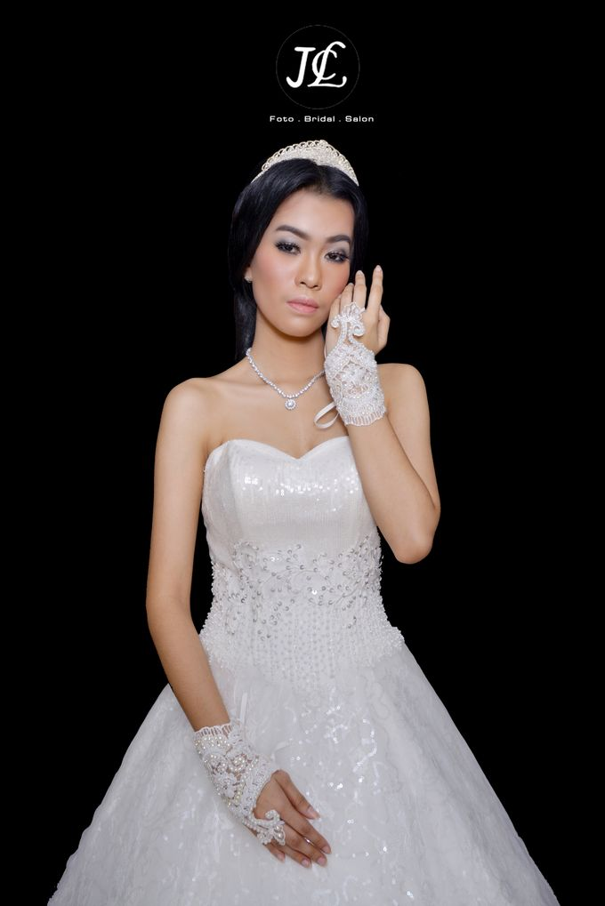 WEDDING GOWN VIII by JCL FOTO BRIDAL SALON - 001