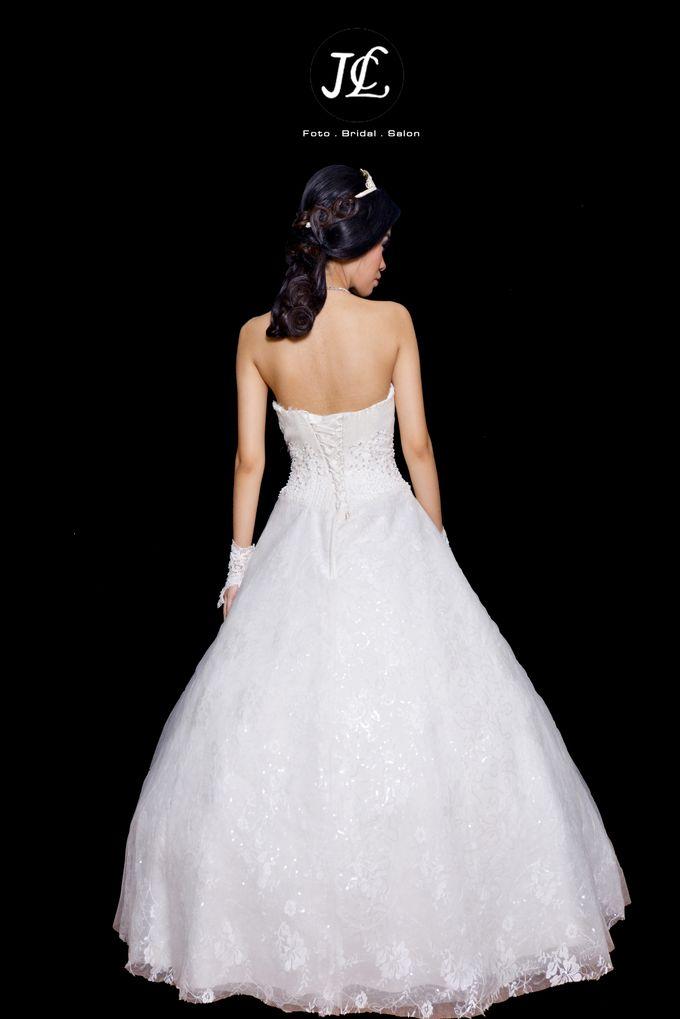WEDDING GOWN VIII by JCL FOTO BRIDAL SALON - 002