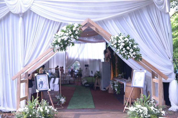 The Wedding of Stevani & Bobi by Decor Everywhere - 013