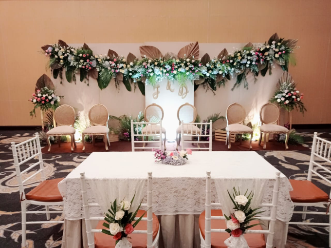 Dekorasi Type Lily,Intimate wedding Dessy & Subhan by AT Decoration - 005