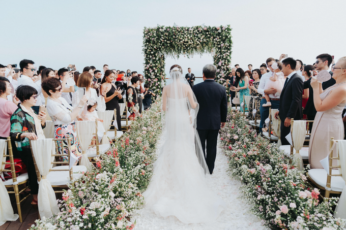 Glamorous Wedding at the Cliff of Uluwatu by The edge - 002