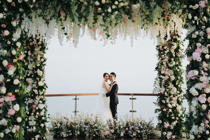 Glamorous Wedding at the Cliff of Uluwatu by The edge - 001