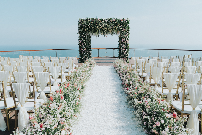 Glamorous Wedding at the Cliff of Uluwatu by The edge - 043