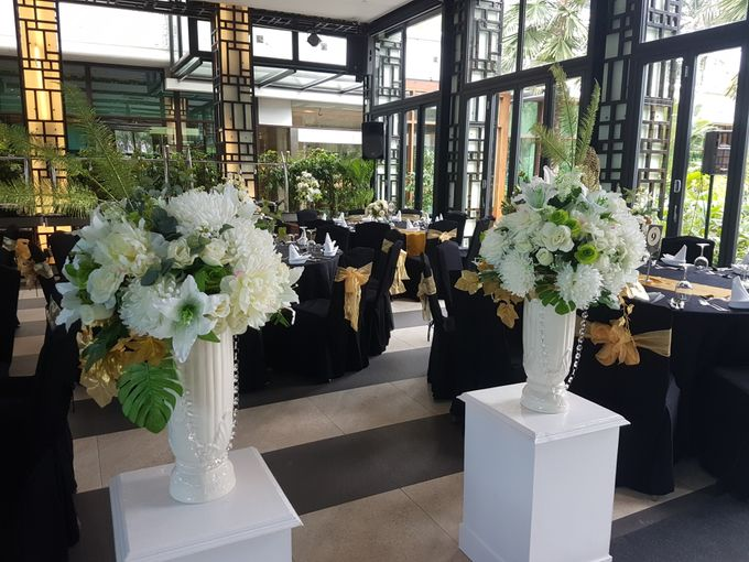 Dr Mayo and Viola Wedding at Satoo Shangrila Jakarta by Maxwell Flowers - 008