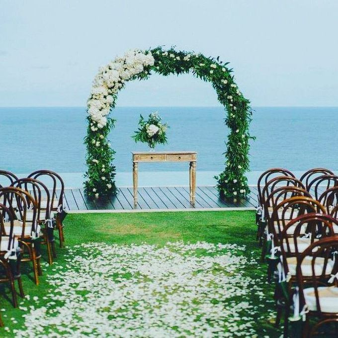 An Elegant and Enchanted Tropical Wedding Theme by WiB flowers - 002