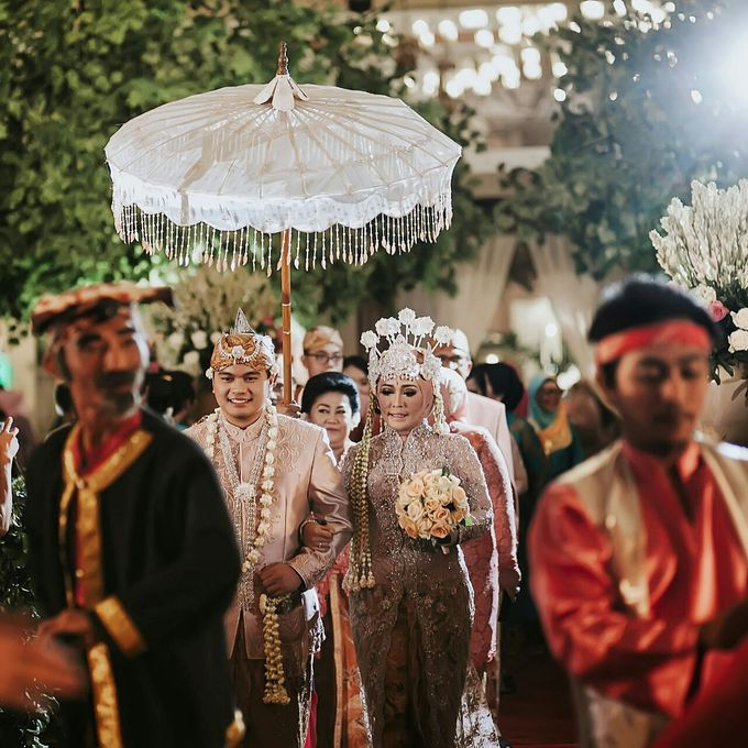 The Wedding Of Ayu + Agung by Wong Akbar Photography - 008