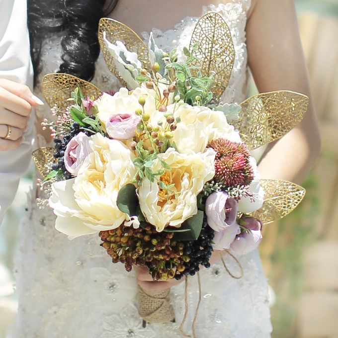 Custom Hand Bouquet by The Bride and Butter - 007