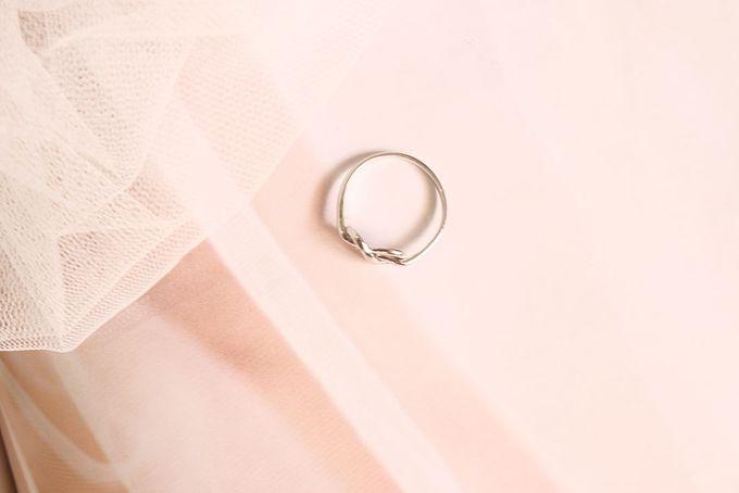 Lisayani - 18ct White Gold Infinity Ring by AEROCULATA - 001