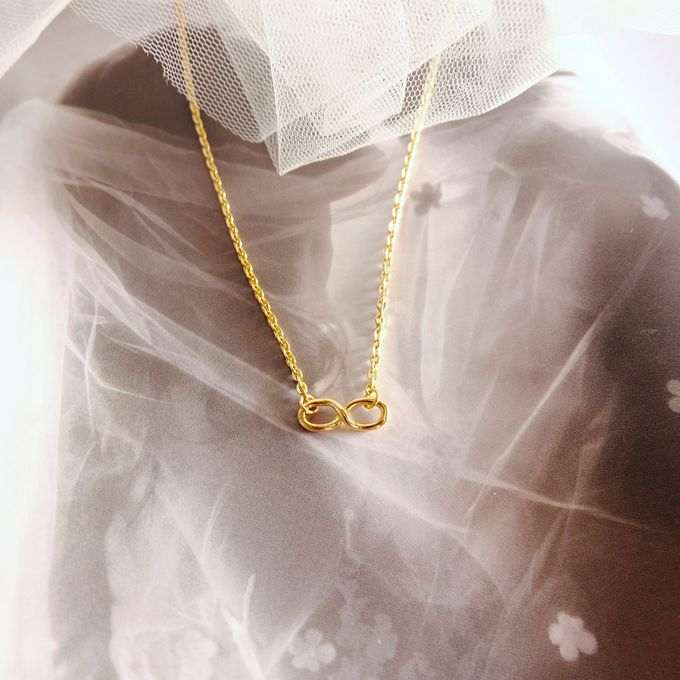 Alhan - 18ct Gold Infinity Knot Necklace by AEROCULATA - 001