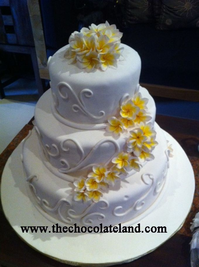 Add To Board 3 Tiers Wedding Cake With Frangipani Flowers By The Chocolate Land