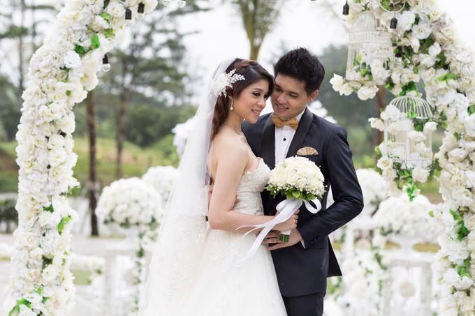 Outdoor Wedding at Lake Garden by Cynthia Kusuma - 002