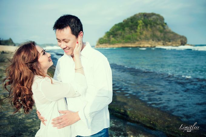 HENDY AND AMEL ENGAGEMENT PHOTOSHOOT by limitless portraiture - 007