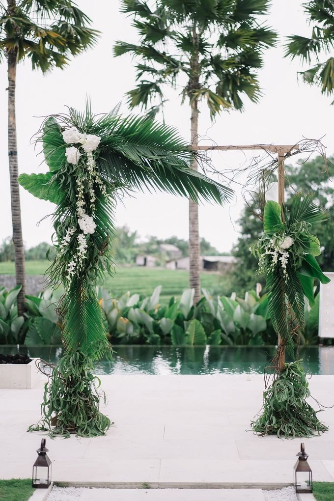 Tropical Green Glam by Louloudi Wedding & Events Stylist - 006