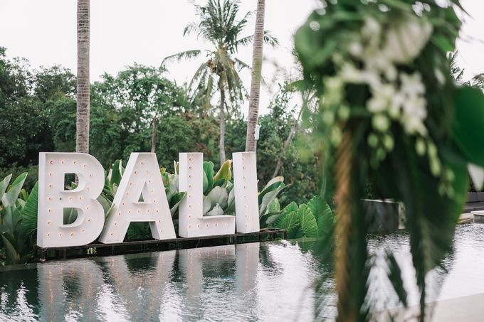 Tropical Green Glam by Louloudi Wedding & Events Stylist - 002