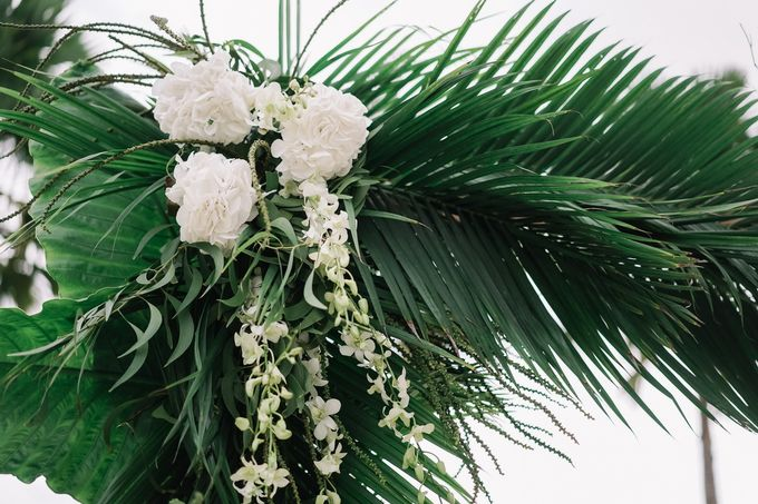 Tropical Green Glam by Louloudi Wedding & Events Stylist - 005