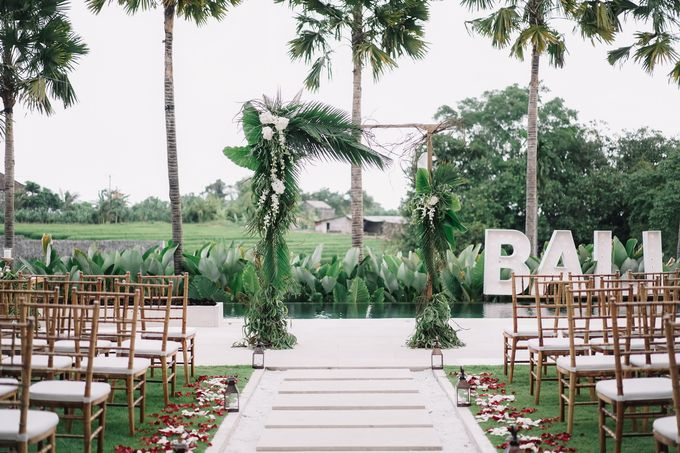 Tropical Green Glam by Louloudi Wedding & Events Stylist - 003