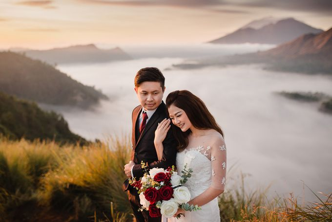 Red dress engagement bali by Maxtu Photography - 002