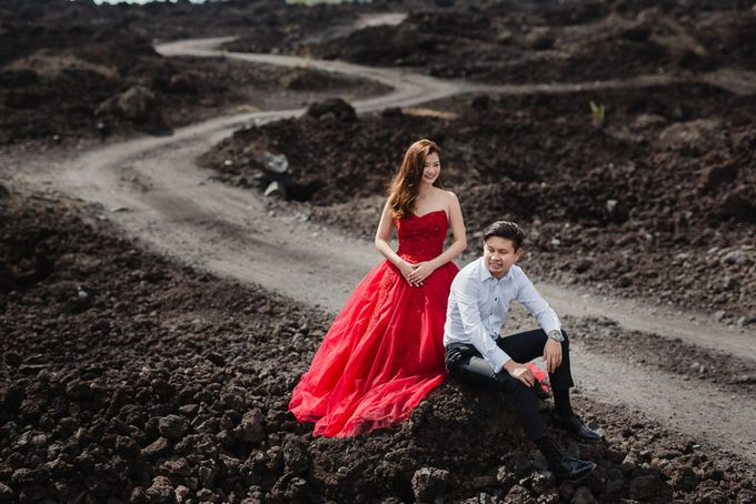 Red dress engagement bali by Maxtu Photography - 019
