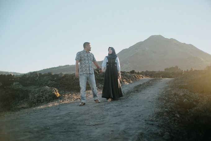 Couple Shoot in Black Lava With Volcano Background by Bali Epic Productions - 001