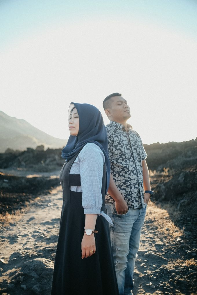 Couple Shoot in Black Lava With Volcano Background by Bali Epic Productions - 005