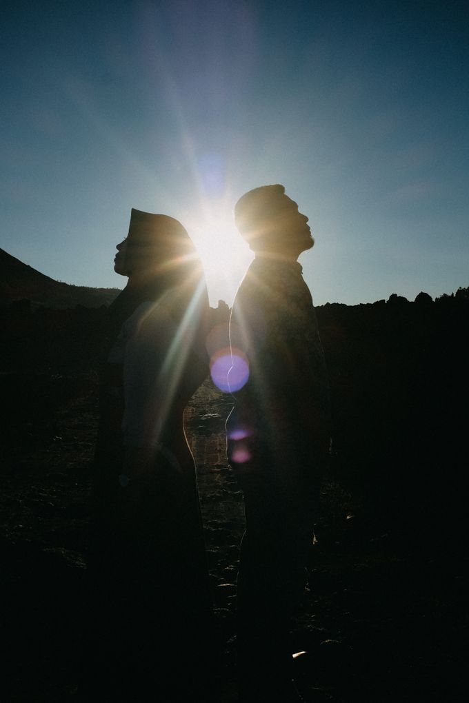 Couple Shoot in Black Lava With Volcano Background by Bali Epic Productions - 002