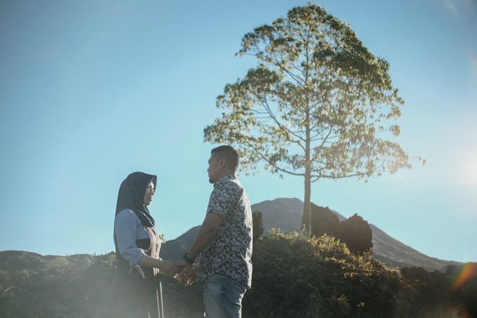 Couple Shoot in Black Lava With Volcano Background by Bali Epic Productions - 003
