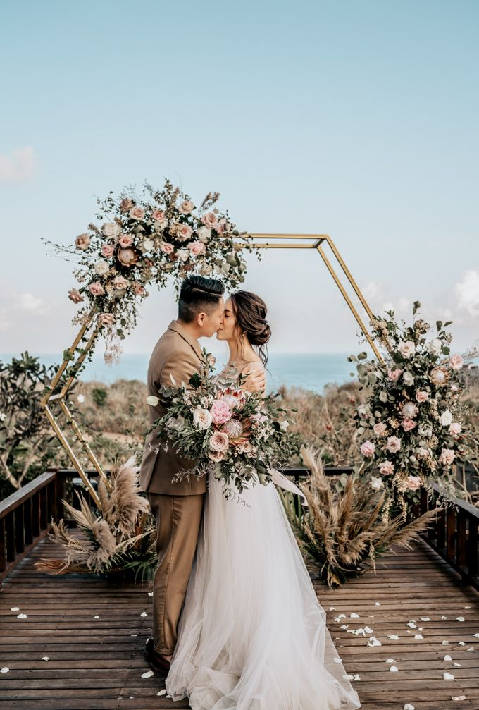 An intimate and private wedding in Bali by Hipster Wedding - 025