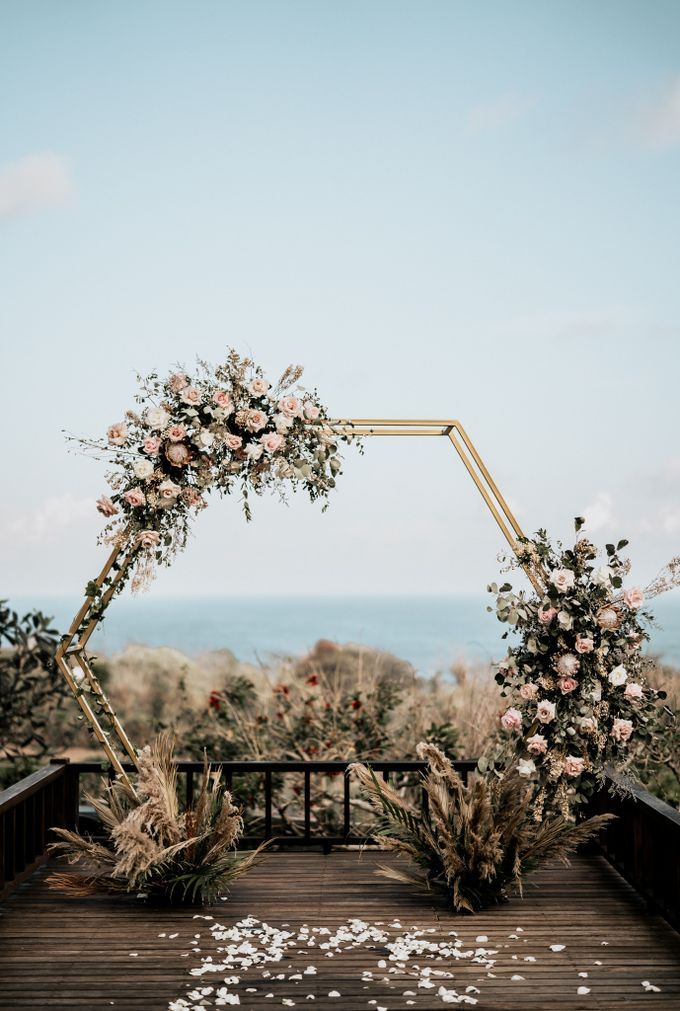 An intimate and private wedding in Bali by Hipster Wedding - 015