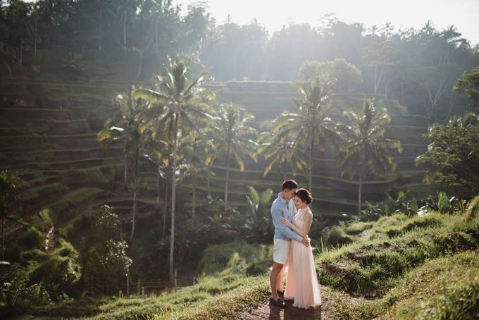 Foto pertunangan di tegenungan bali by Maxtu Photography - 001
