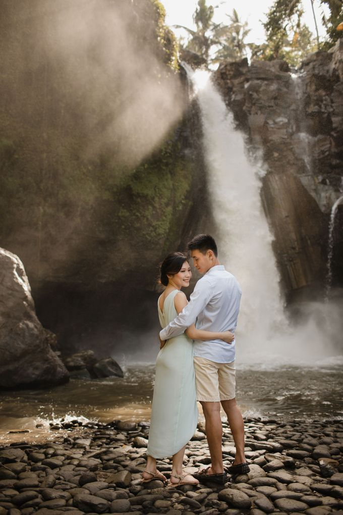 Foto pertunangan di tegenungan bali by Maxtu Photography - 011