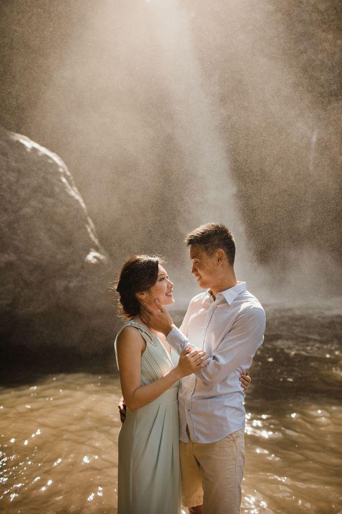 Foto pertunangan di tegenungan bali by Maxtu Photography - 012