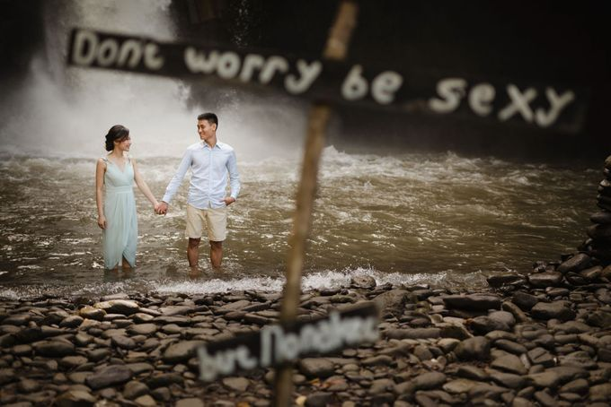 Blangsinga Engagement in Bali by Maxtu Photography - 014
